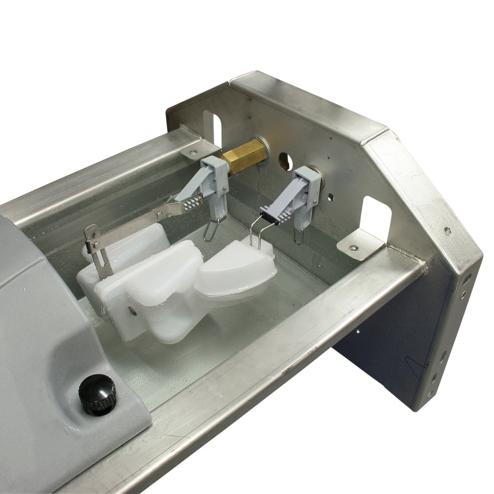 Extra float valve to connect GV drinkers and milkcooler